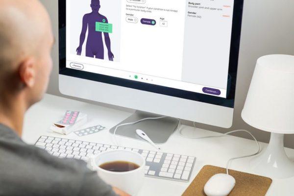 Klinik at a laptop